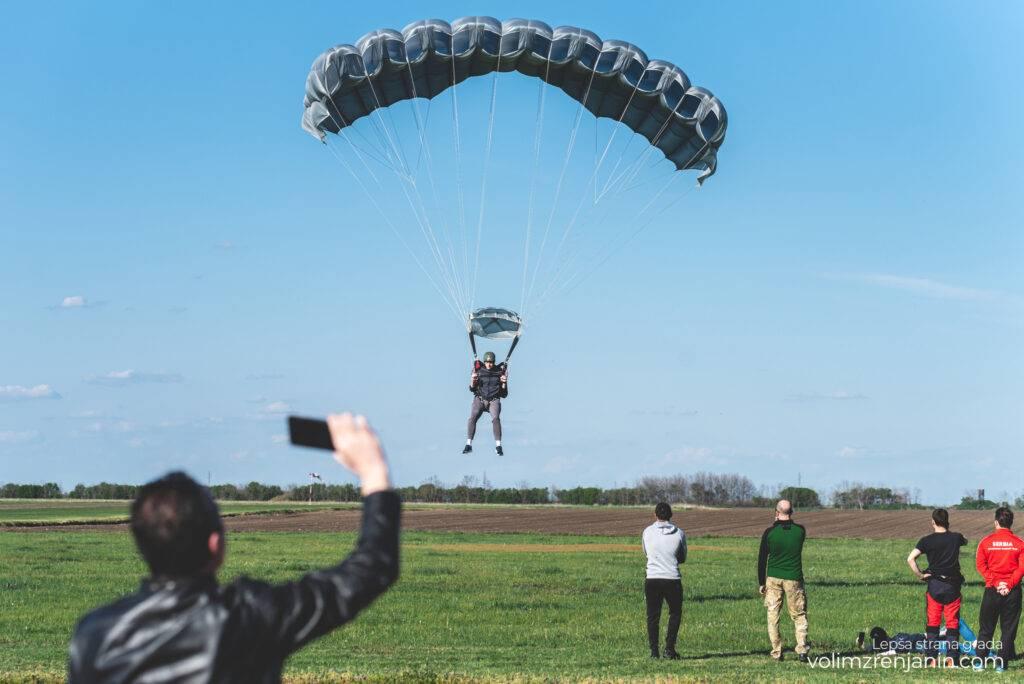 padobranci aerodrom ecka zrenjanin 021